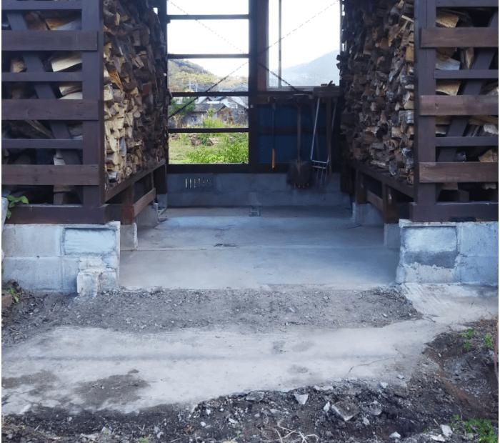 薪小屋の床