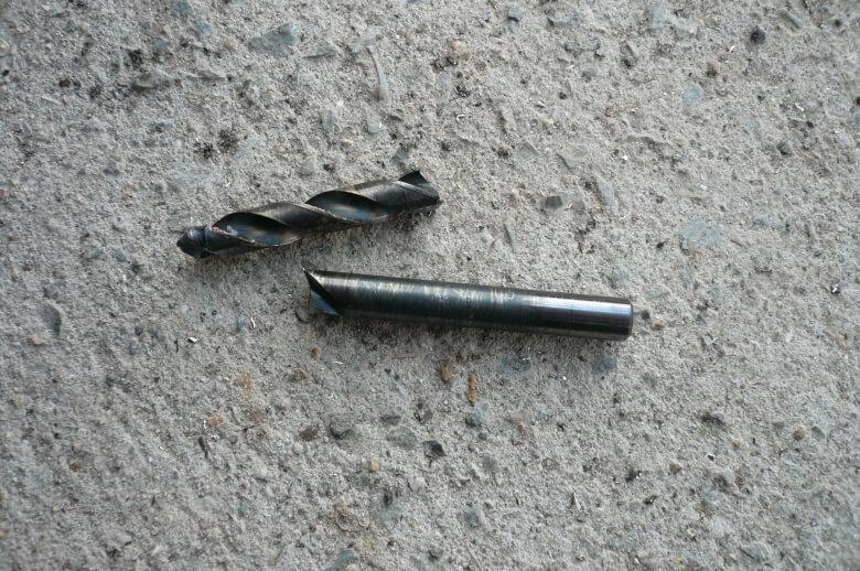 ドリルの刃が折れた